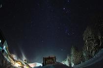 【外観】ふたご座流星群と森つべつ外観