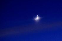 津別岬展望台から見上げた空に光る三日月