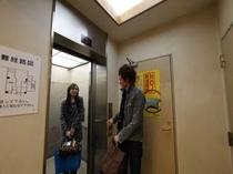 エレベーターホール 単身・お友達・カップルもご宿泊頂けます
