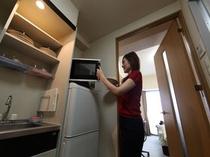 キッチン(IH1口)冷蔵庫・オーブンレンジ・炊飯器・電子ポット・調理器具・食器類等
