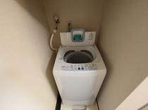 室内に洗濯機完備 洗濯機物を乾かす浴室乾燥機も設備としてついてます セパレートタイプ