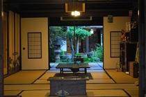 談話室からの庭の景色
