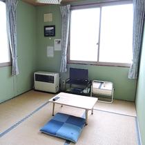 *【部屋一例/和室】造りはシンプルですが、落ち着いて過ごせるお部屋となっております。