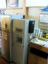 お客様用冷蔵庫/冷凍庫・給湯器・コーヒー/お茶のセルフサービスコーナー