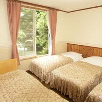 *4~6名用IIタイプ_ベッドルーム/エキストラベッドを追加して4ベッド設置もOK(要予約)