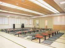 広々とした宴会場 収容人数は80人程です。宴会などをお考えの際はぜひご相談下さい。