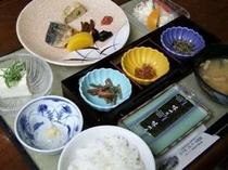 和定食版朝食♪(人数が多いときはバイキングになります。) ※料理内容は日によって変わります。
