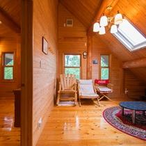 【湯布】2階は屋根裏部屋風