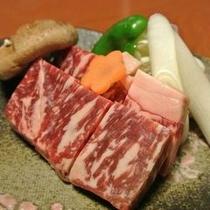 【みやざきブランド・エモー牛のステーキ】焼きすぎても固くならない上質のお肉です!