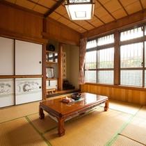 *【本館】故・司馬遼太郎さんが宿泊されたお部屋。「街道をゆく」に書かれていた置物も置いてあります。
