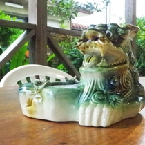 *【喫煙スペース】灰皿だって沖縄ならでは。タバコの吸い殻はこちらにお願い致します。
