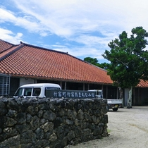 *【まちなみ館】島の公民館。祭事や会議、コンサートまで、多岐にわたり利用されています。