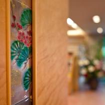 ロビーの柱に散りばめられた『四季草木図』が京都らしさを感じさせる(写真はイメージです)