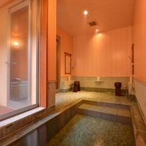 *二の湯(内湯)/窓から差し込む光とともに気の休まるひと時を味わえます。