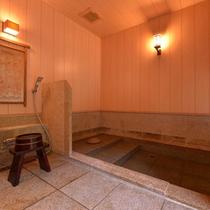 *一の湯(内湯)/こんこんと湧き出る名湯とともに、気持ちの良い湯浴みをご堪能下さい。