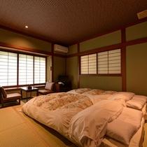 *新館和室(藍)/しっとりと落ち着いた雰囲気のお部屋で団欒のひと時をお過ごし下さい。