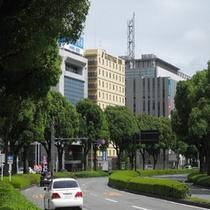 中央公園東を曲がったらくれたけイン富士山のある通りに出ます。