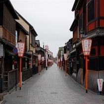 京都・祇園『花見小路の風景 当館隣接
