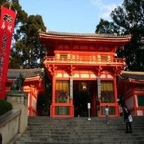 ☆八坂神社  近隣案内 当館より徒歩で約3分