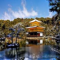 四季折々の表情はあります。金閣寺の雪景色(冬)