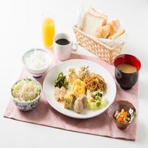 無料軽朝食、盛り付け例(ビッフェスタイル、お好きなお料理をどうぞ!)