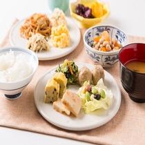 無料軽朝食盛り付け例 (ビッフェスタイル、お好きなお料理をどうぞ!)