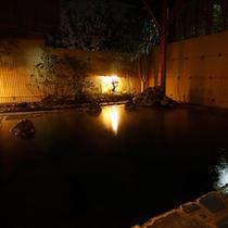 *大浴場/夜は23時まで入浴可能。やわらかな灯りのもと湯に浸かりリフレッシュ。