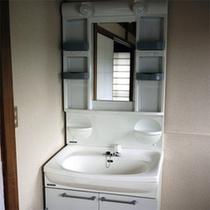 *共用洗面所/お部屋にバス・トイレは付いておりませんので共有スペースをご利用下さい。