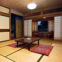*客室一例/心が落ち着く、純和風の素朴なお部屋。足を伸ばしておくつろぎください。