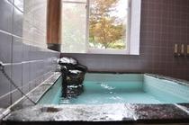 疲れを癒す天然温泉の石風呂
