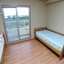 *洋室一例/ぐっすりと眠っていただく為にユメロン黒川社製の快眠寝具を揃えています。