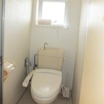 *共有トイレ/洗浄機能付きの綺麗なトイレ。館内に男女別7か所あり安心!