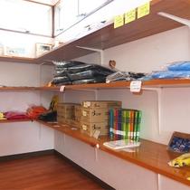 *ショップコーナー/雑貨やダイビング関係のグッズなど販売しております。