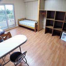 *洋室一例/約12畳で広々としたフローリングタイプのツインルームです。