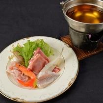*【夕食一例】新鮮な旬の魚介類を使った海鮮鍋。