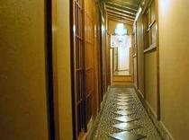 お風呂へつづく廊下