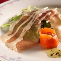 *夕食一例/お食事でも満足いただけるよう、伊豆の食材を中心に使用しています。