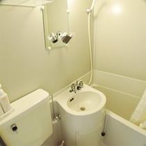 *客室設備一例/スタンダードルームとデラックスツインルームはバストイレ付き。