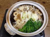 秋田名物きりたんぽ鍋。自家製きりたんぽを使用しています。