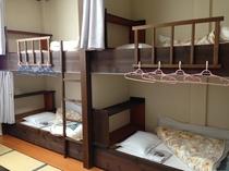 2段ベッドと畳スペースの和洋室は、お子様やグループに大人気!