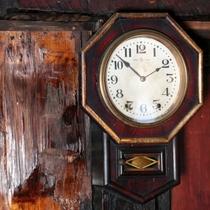 館内イメージ時計