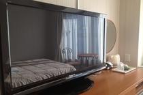 客室備品「42インチのプラズマTV」