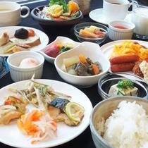 *【朝食バイキング一例】お好みのおかずをお好みに組み合わせて、お召し上がりくださいませ。