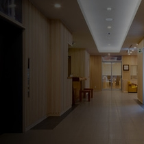 ビジネスにも観光にも最適な立地。快適なプライベート空間の保たれたお部屋。