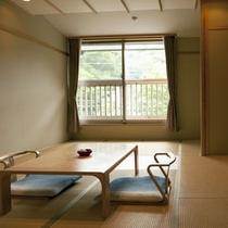 香栄草(こうばえぐさ)2階の角部屋・ゆったり和室12畳・女性3名様でのご利用におすすめです。