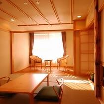 初名草(はつなぐさ) 2階の和室8畳+広縁4畳・バスなしのお部屋です。