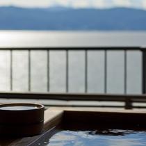 眼下に広がる諏訪湖の風景を贅沢に独り占めいただけます。
