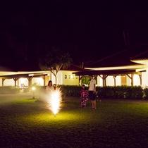 広い芝生では花火も楽しめます。