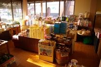 売店も多数の商品を揃えております。