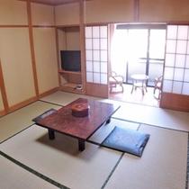 *客室一例/窓をあければ吹き抜ける潮風が心地よく、やすらぎにつつまれた純和風のお部屋です。